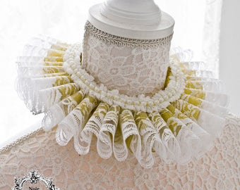Royal elizabethan ruff collar in gold and white lace-elizabethan ruff-ruff collar-historical costume -lace collar