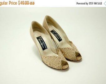 EVERYTHING ON SALE Stuart Weitzman for Mr. Seymour for Neiman Marcus ~ Vintage Beige Lace Pumps ~ Size 6 1/2 Aa