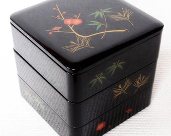 Japanese Vintage Jubako Lacquered Lunch Box, Japanese urushi lacquerware, Black and red lacquer, high gloss, NatsukashiiJAPAN 19cm