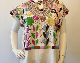 HAND EMBROIDERER MEXiCAN TOP, Made in Chiapas. MExican Blouse