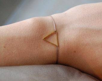 Ezhno bracelet - Gold triangle cordon bracelet