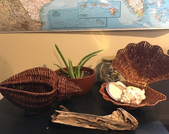 Shell basket, wicker basket, basket, shell, vintage basket, clam shell basket, clam shell, wicker shell basket