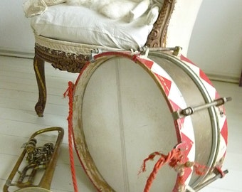 Antique marching drum, circus drum, France...CHARMANT!