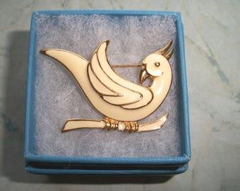 "Vintage SIGNED MONET Bird Brooch,1 5/8"" by 1"",pet,animal,birds,parrot,scarf,hat,pin,enamel,gold tone,cream"