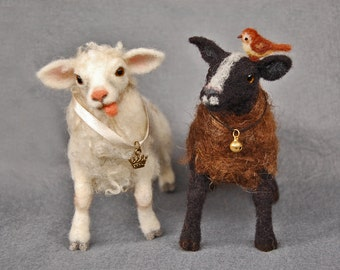 Needle felted white sheep and black sheep. Felt Lamb. Needle felted animal. Needle felted lamb.