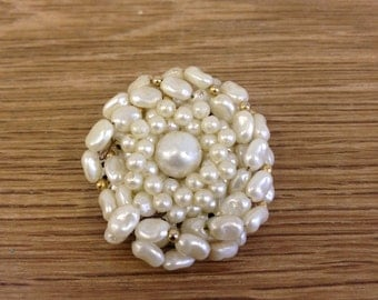 Vintage 1960's Pearl brooch - Round brooch made up of varying size and shape pearls on a brass back. In good condition