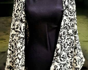 The AUDREY kimono is a lightweight kimono with a black and white damask design