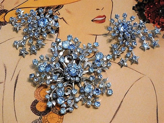 WIRTH of California Mid Century Blue Rhinestone Brooch Clip On Earrings Demi Parure Set Wedding Bride Bridal Old Hollywood Jewelry Mother