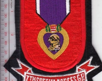 Green Beret US Army 7th Special Forces Group Airborne Flash & Purple Heart Medal