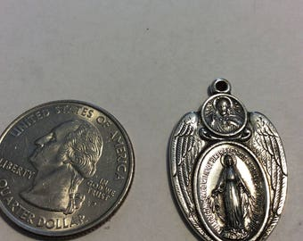 """Vintage """"Mary conceived"""" pendant baen"""