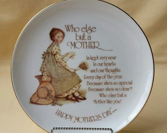 Holly Hobbie ~ Mother's Day Plate ~ Commemorative Edition ~ 1976 ~ Who Else but a Mother ~ Happy Mother's Day ~ Seths Vintage Emporium