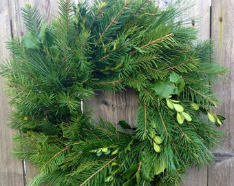 Douglas Fir Wreath With White Pine, Holly, Boxwood and Juniper 16 Inch