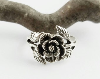Rose Ring~Silver Rose with Leaves Ring~Rose Flower Ring~Ornate Silver Rose Leaf Ring~Symbolic Ring~Promise Ring~Gift for Her~Girlfriend Gift