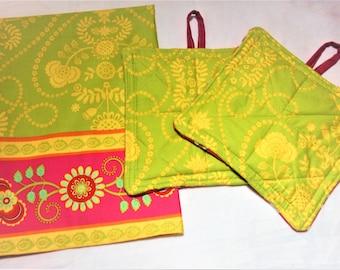Pink and Green Kitchen Towel and Potholder Set, Pink and Green Kitchen, Housewarming gifts, Potholder trivets, Floral pot holders and towel