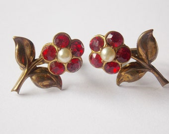 Coro Flower Screw on Earrings Red Rhinestone Faux Pearl Gold tone Coro earrings Flower Earrings Rhinestone earrings Faux Pearl earrings