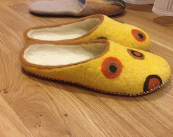 """Women slippers """"THANK YOU, MOM"""". Felted slippers. Felted indoor shoes. Eco-shoes. Mother's day gift. Grandma gift. Sunny. Easter gif"""