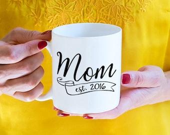 Custom Mom Established 2017, 2018 mug, mom mug, mom gift, pregnancy announcement mug, mom to be, new mommy (M800)