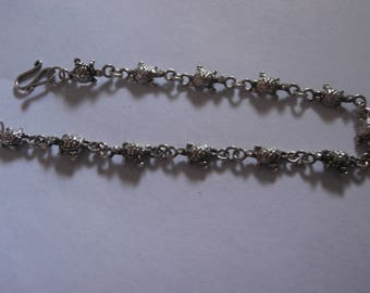 Sterling silver vintage Turtle link bracelet 7 inches long