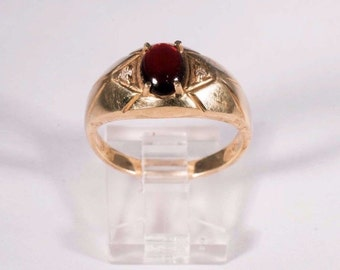 10K Yellow Gold man's ring with Garnet and Diamond Chips, Size 10