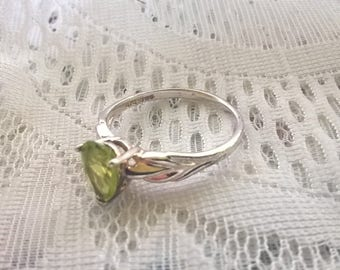 Vintage Sterling Silver Genuine  Peridot Ring Size 9