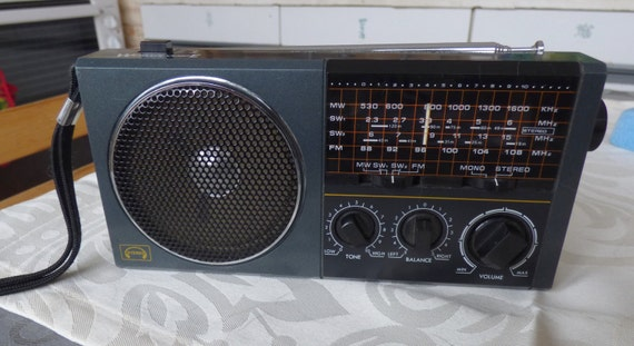 Vintage Worlds Voice Sg 701 4 Band Portable Radio With Fm
