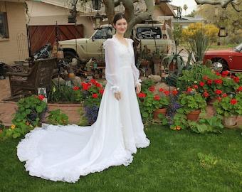 1970's 1980's Vintage Wedding Dress - Size: Small/Medium - Excellent Condition