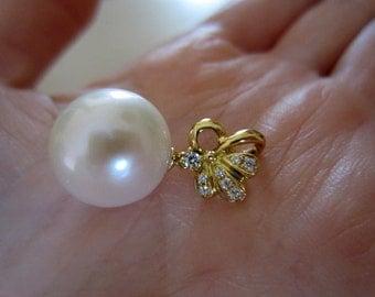 Genuine hallmarked 18ct/18k yellow gold 13mm freshwater pearl pendant white