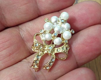 VINTAGE very nice  unique design  Faux Pearl Bouquet Brooch/P3