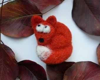 Felt animal, Fox pin, felt brooch, miniature animal, red fox, needle felt, animal pin, miniature fox, wool felt fox brooch, felt pin,cute