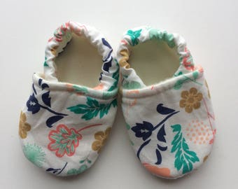 Flower baby slippers, baby shoes, floral baby shoes, floral toddler shoes, baby slippers, baby booties, floral infant shoes,