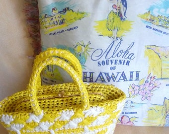 An Adorable bag yellow and white of the 1950s!