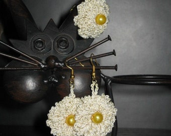 Beige crocheted earrings and ring