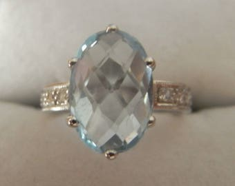 Lovely Aquamarine and Diamond Ring in 18ct White Gold