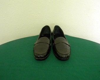Vintage shoes. Women shoes, Sz 9 Vintage black Italian made flat leather Sesto Meucci women slip on loafers.