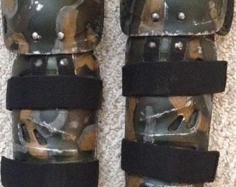 Aliens Leg Armor