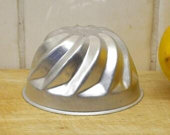 Vintage jelly mould. Aluminum metal jello mold Aluminium. Kitchenalia cookware bakeware dessert cookery childrens party mid century