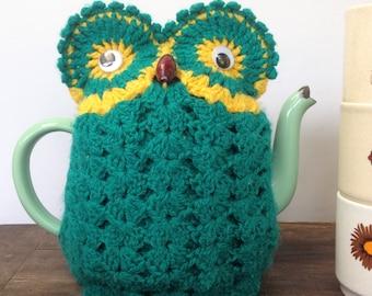 Funky little vintage owl tea cosy
