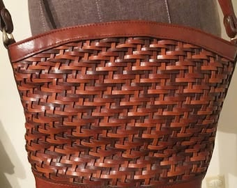 Vintage brown leather woven handbag!