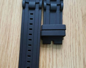 26mm rubber diver strap fits to Invicta 6981 and other similar models.