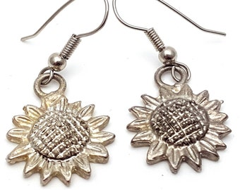 Silver Tone Sunflower Drop Earrings Vintage from the 90s Grunge Daisies Flower Rock Country Dance Gift for girl daughter Dangle Summer Sun