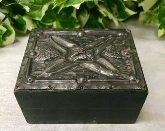 Lovely Little Vintage Hand Crafted Green Wood & Pewter Embossed Trinket Box
