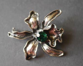 Iris flower vintage brooch in dark silver tone metal with a deep green multifaceted stone
