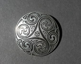 St Justin Cornwall pewter celtic round signed brooch, boxed