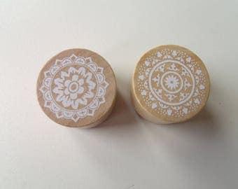 Set of 2 wooden pattern lace N3 buffers