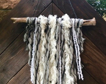 SOLD! But similar ones can be made upon request. Chunky yarn wall hanging