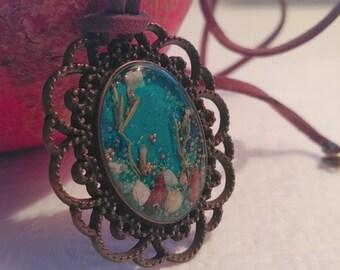 Blue medallion with seashells.
