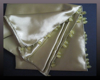 Rigoletto. Shawl in pea green satin.