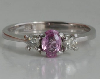 18kt witgoud onverhitte roze saffier en diamant ring / 18ct gold untreated pink sapphire and diamond ring / 750 or bague saphir rose diamant