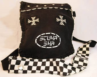 Small shoulder bag with two binnenvakjes, made from an old black/white skate pants