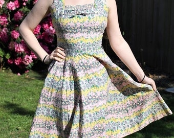 Vintage 1950's Rockabilly VLV Cotton Dress-Fitted Bodice,Pintucked Bust & Full Circle Skirt-Impressionist Hawaiian Floral Design size 8/10